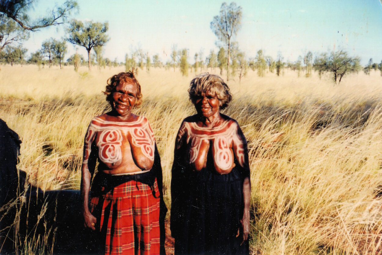 Karntakurlangu (Yawelyu Body Paint) Ceremony at Mina Mina, 1999 © Gallery Gondwana
