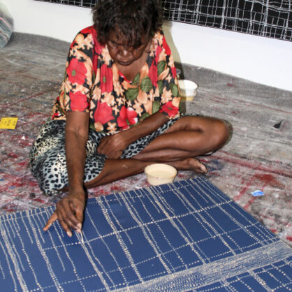 Dorothy Napangardi working at artwork Karntakurlangu (Belonging to Women) - Cat 13799DN