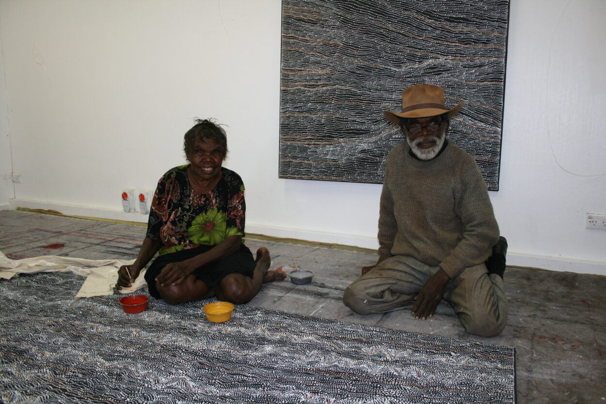 Dorothy Napangardi with her father Paddy Lewis (Cat 13502DN 2008) © Gallery Gondwana